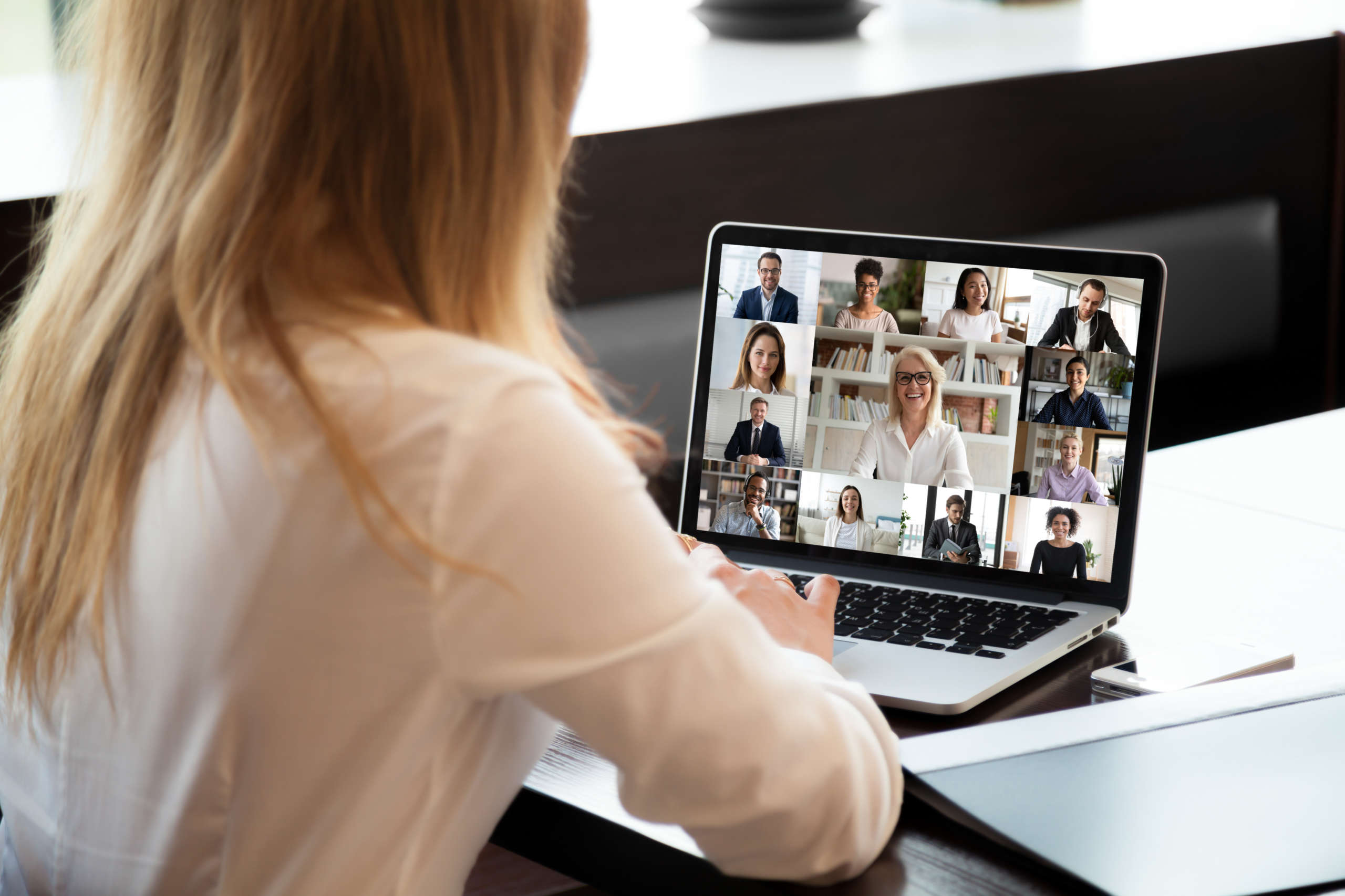Use Live Video to Encourage Collaboration Among Hybrid Employees